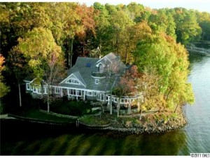 Huntersville, NC's lakefront properties that are currently listed in the Lake Norman MLS
